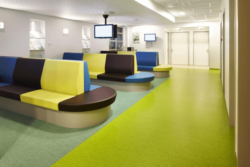 Covor PVC cu joc de culori pentru sali de asteptare spatii publice