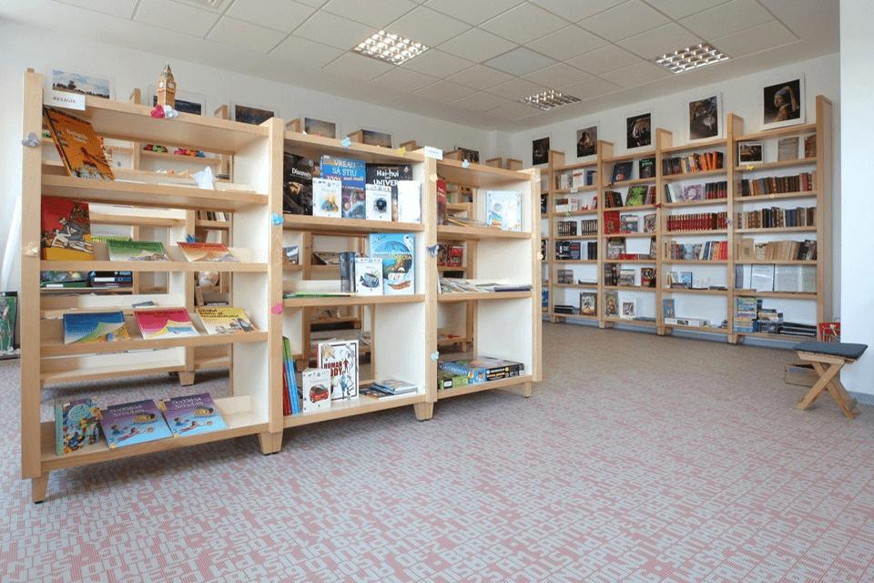 Finisaj de pardoseala de interior din PVC pentru salile de lectura si biblioeca