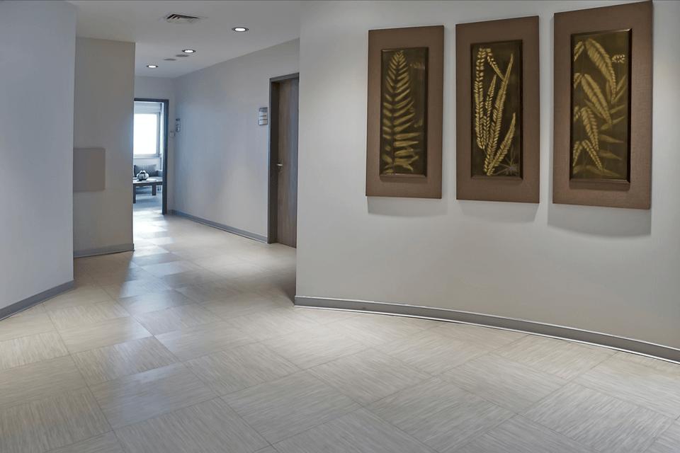 LVT dale pentru holuri, sali de asteptare si spatii comune pentru clinica medicala