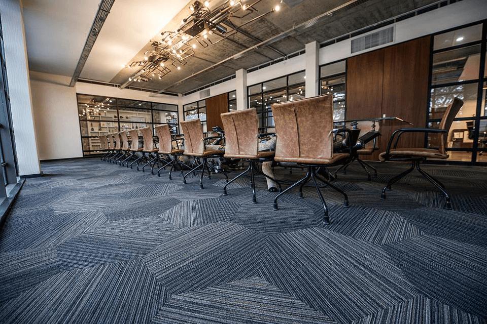 Mocheta Shaw dale hexagonale pentru sali de sedinte si sali de consiliu