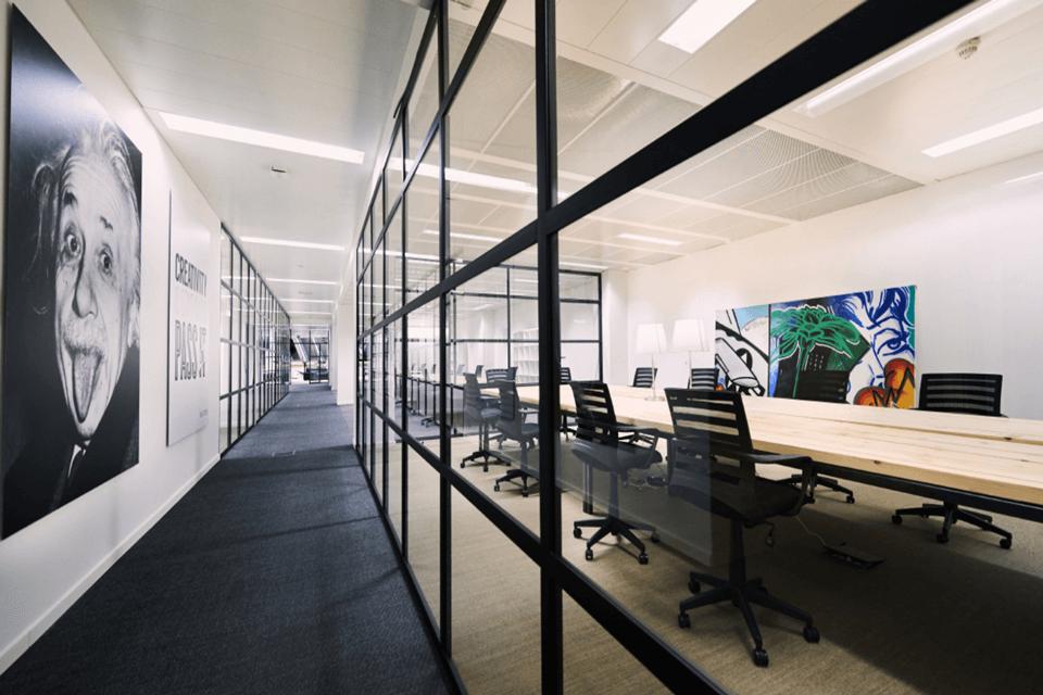 Mocheta dale seamless pentru orice tip de biroiu