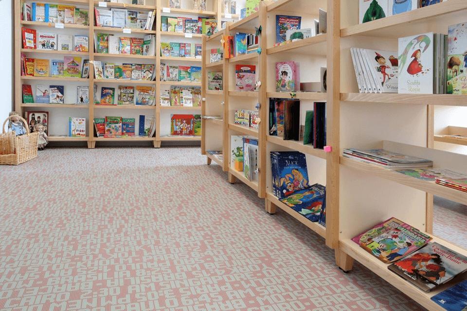 PVC Tapiflex cu insertie de model pentru pardoseala din biblioteca