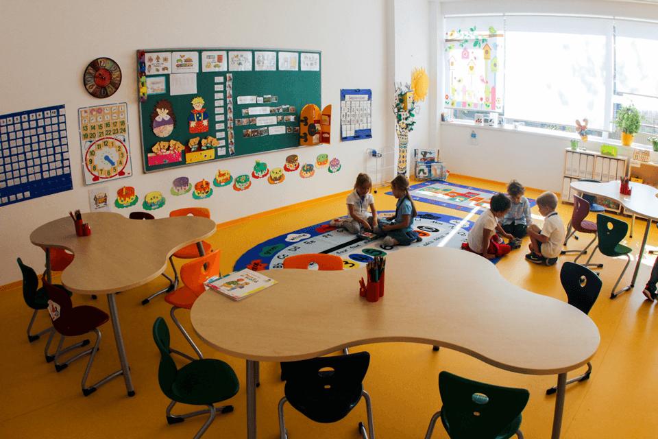 PVC cu modele personalizabile si jocuri de culori pentru copii