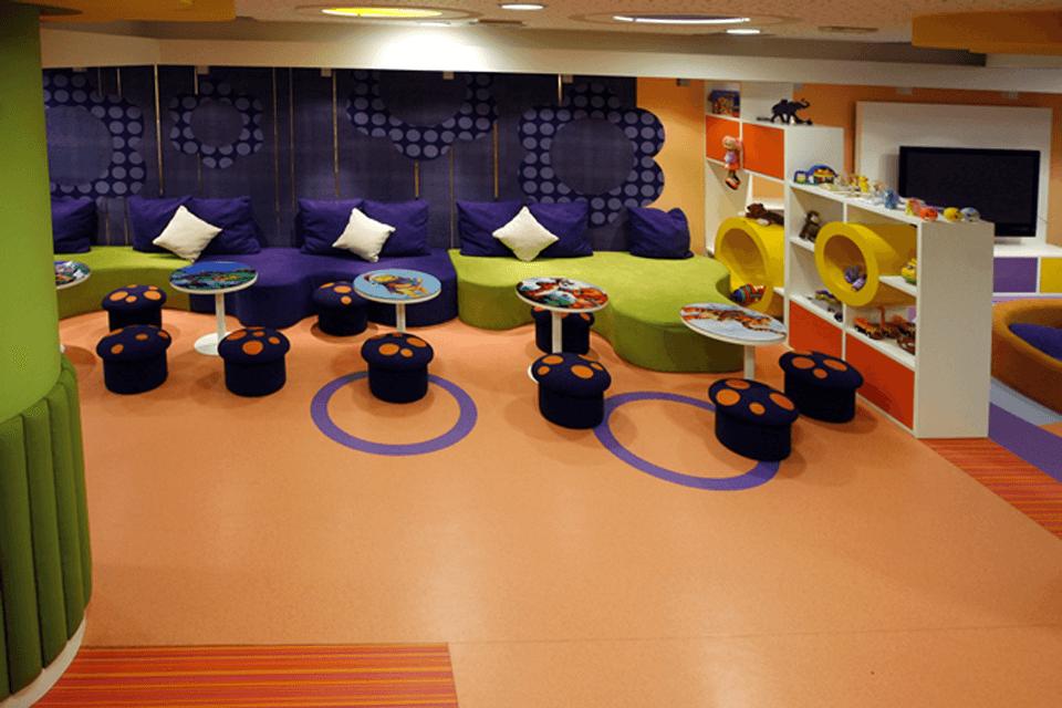 PVC in culori diferite pentru marcat zone in unitati de invatamant