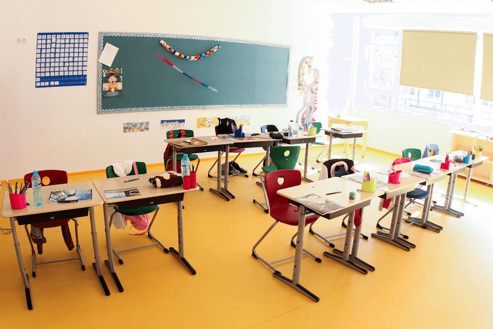 PVC pentru pardoseala din salile de clase pentru copii